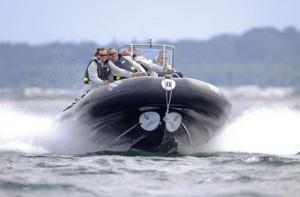 Endlich mal ungestört Vollgas geben mit dem Powerboat.